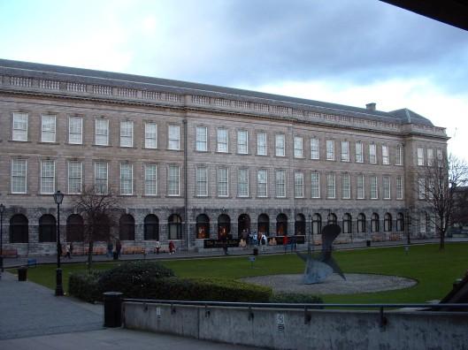 Buitenaanzicht van Trinity College Library in Dublin