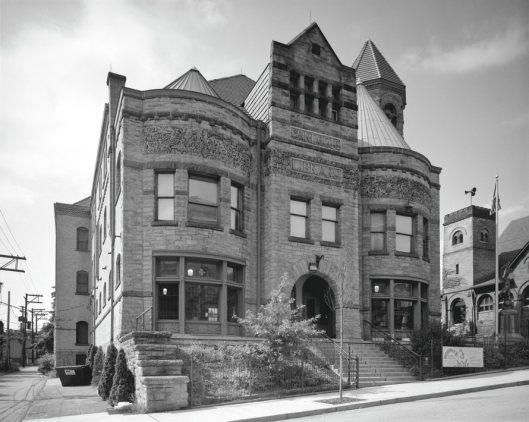 De eerste Carnegie bibliotheek: Braddock Carnegie Library, Pennsylvania (Robert Dawson, 2011)