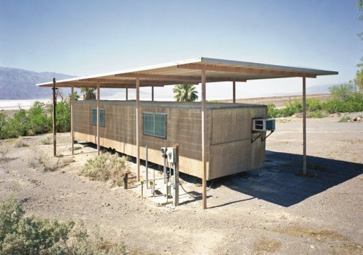 Library Death Valley Natural Park, California 9foto Robert Dawson).