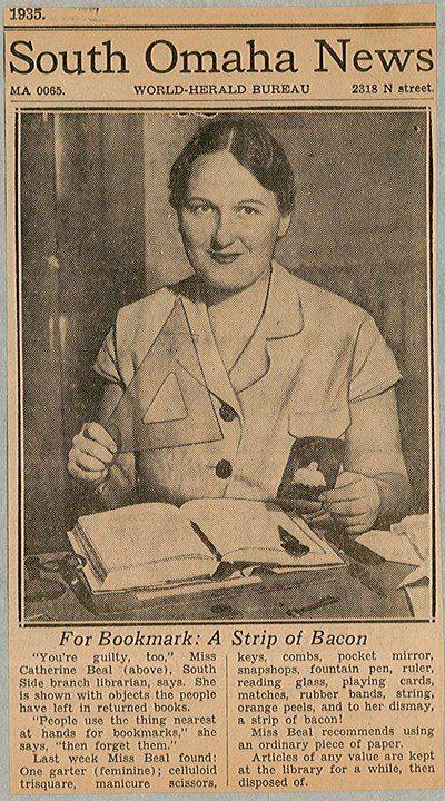 Artikeltje betreffende een Amerikaanse bibliothecaresse en haar vondsten in bibliotheekboeken uit1935
