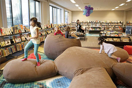 Interieur van jeugdbibliotheek in Weert