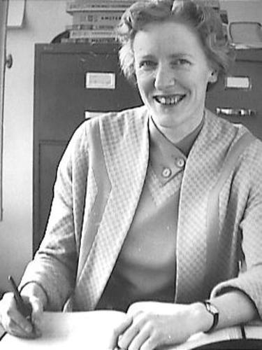 Mr. Margreet Wijnstroom (geboren in 1922) werkte bij de openbare bibliotheken van Haarlem en Amsterdam en was van 1958 tot 1970 secretaris-penningmeester van de Centrale Verenging, Voorts van 1958 tot 1987 secretaris-generaal van de International Federation of Library Associations (IFLA). In haar jeugdjaren speelde zij in het Nederlands hockeyteam en na haar pensionering publiceerde zij een aantal thrillers, zoals in 1996 'Bloedig perkament.