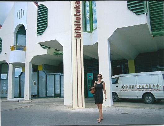 Angelique Krol voor de openbare bibliotheek van Willemstad in Curaçao