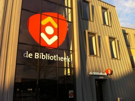 Het nieuwe logo van de openbare bibliotheken, hier in Zaltbommel