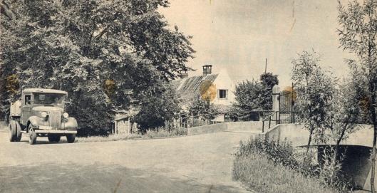 De Kadijk met brug naar de bollenschuur in 1938.Er lag hier veel bollengrond.