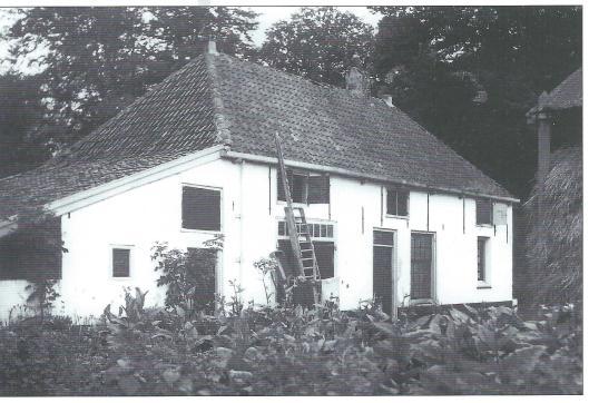 Boerderij De Glipgoeve, Glipperweg 4, tegenwoordig particulier bewoond met daarachter een manege. De hoeve behoorde vroeger toe aan paardenliefhebber baron Barthold van Verschuer die over een grote en vermaarde stoeterij beschikte.