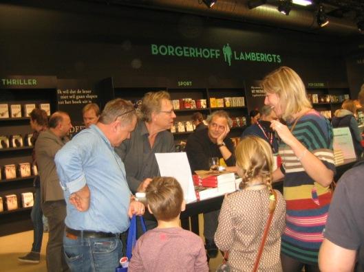 Veel belangstelling voor het nieuwe boek van Jan Mulder 'Tot u spreekt' tijdens de boekenbeurs in EXPO-Antwerp van 2014