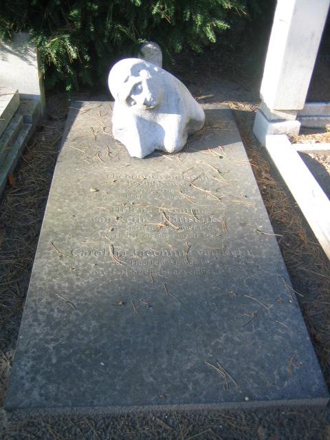 Graf Theodoor van Reijn (begraven 9-8-1954) en  zijn echtgenote