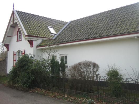 De villa Kadijk 29, gelegen naast Bloemenoord, staat in 2015 te koop. Het is de voormalige tuinmanswoning met schuur (oorspronkelijk stal) van Dennenheuvel-Bloemenoord. De oorspronkelijke bouw is van 1863, in 1867 uitgebreid en vervolgens in 1888 helemaal verbouwd en in 1891 is nog een houten loods toegevoegd. Het perceel is van de weg gescheiden door een tuinmuur en hek.