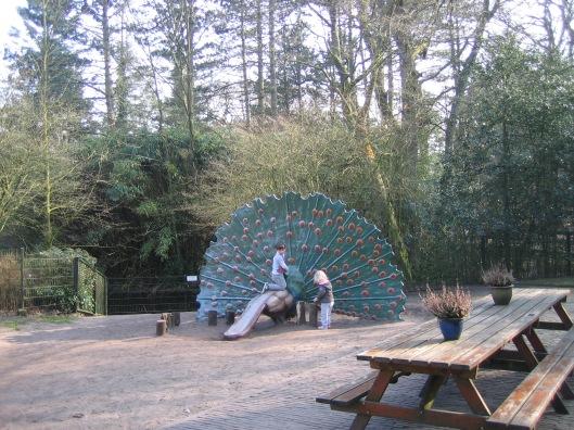 ...en als kunstwerk (met glijbaan) bij de kinderboerderij van Groenendaal, Heemstede