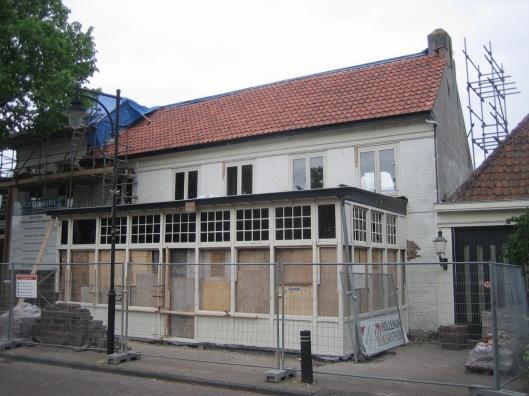 Foto uit mei 2015 tijdens herstel van het vm. Wapen van Heemstede, waarin wonappartementen komen