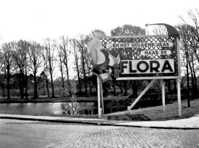 Aankondiging Flora 1953 in Groenendaal. In 1952 gefotografeerd door Fer van Buuren (HVHB)
