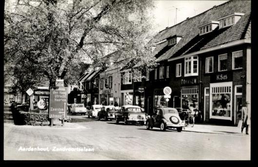 Entree Heemstede vanuit Aerdenhout, Zandvoortselaan. Ansichtkaart uit 1955