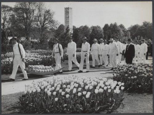 Alkmaarse kaasdragers op de Flora van 1953