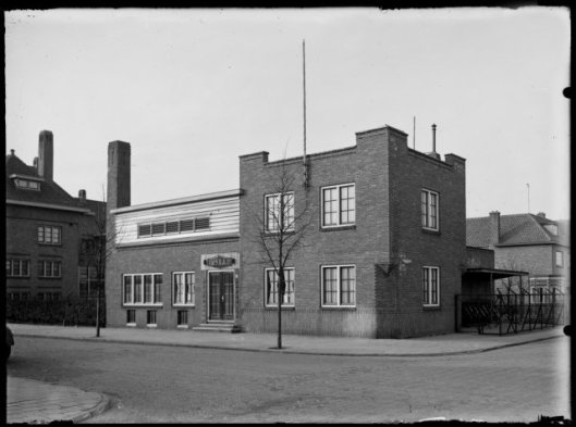 Badhuis aan de Postlaan, hoek Raadhuisstraat, Heemstede, 1931