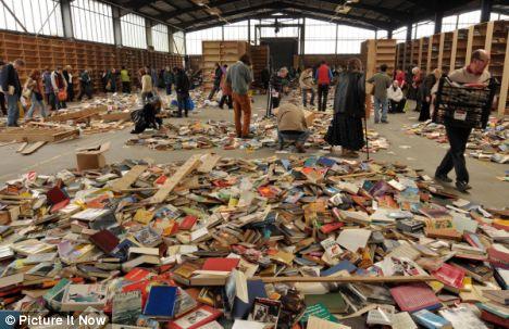 Gratis boeken uitzoeken bij Barn Books in Bristol (2009)