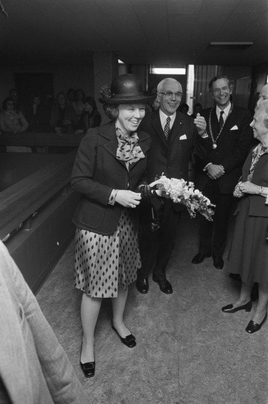Prinses Beatrix bij de opening van het Diaconessenhuis in Heemstede, 10 mei 1974.