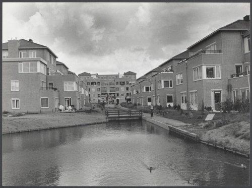 Bebouwing van vroegere bleekvelden, de terreinen tussen de Blekersvaartweg en Burgemeester van Lennepweg