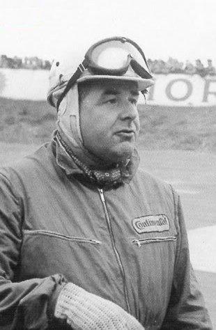 Ook Lex Beels van Heemstede, een nazaat van de Heren van Heemstede, was een succesvol autocoureur tussen 1949 en 1958 en ontwierp omstreeks 1950 een eigen raceauto. Hier gefotografeerd op het circuit in Zandvoort