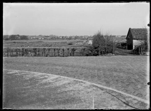 Zicht op de nog te bebouwen Componistenwijk (en Schilderswijk) aan de oostzijde van de Heemsteedse Dreef, vanaf het Julianaplein gezien