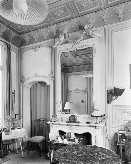 Interieur salon vm. Huis te Bennebroek (foto G.J.Dukker, 1969)