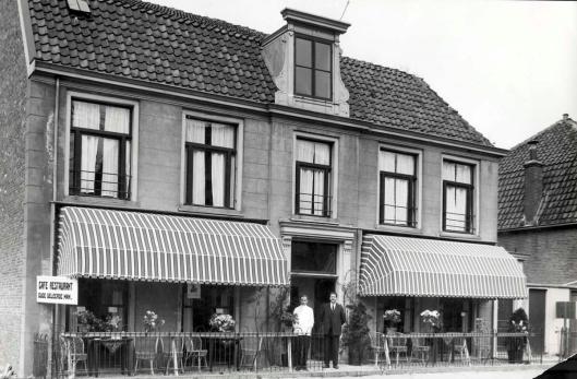 De Oude Geleerde Man in 1931 met o.a. eigenaar H.J.van Trigt