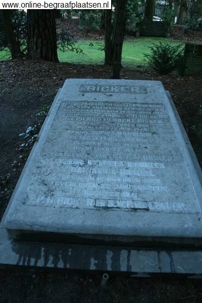 Wendela Isabella Catharina Bicker is op 22 januari 2006 overleden en in het familiegraf van de Nieuwe Begraafplaats te Zeist ter aarde besteld.
