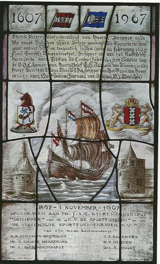 Herdenkingspaneel in glas-en-lood in Hoorn, vervaardigd in 1967 ter herinnering aan Gerrit Pieterszoon Bierenbroodspot. Deze schipper van fluitschip 'Heemstede' bereikte in 1643 het eiland Tristan da Cunha'.