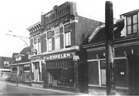 Binnenweg 18: Van Empelen. In 1966 afgebroken