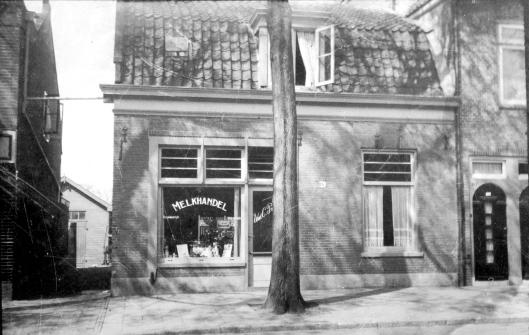 Binnenweg 195-197 was in de jaren 30 van de vorige eeuw de melkhandel van Prins gevestigd