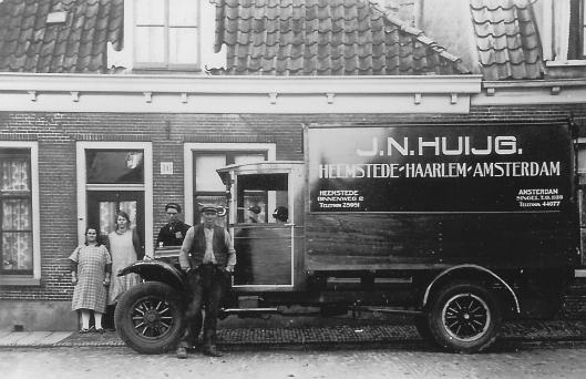 Veerschipper Huijg was gevestigd aan de IJzeren brug, Binnenweg 2, ging later over op transport via vrachtauto's