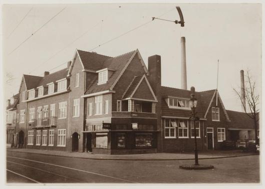 Op de plaats van 'Landzicht' werden woningen en een bedrijfspand geboud: Franken's bakkerij. Gevolgd door het autobedrij van Rhee. De geschiedenis herhaalde zich, eind 1998 ging het afgebeelde pand onder de slopersham om plaats te maken voor een appartementengebouw.