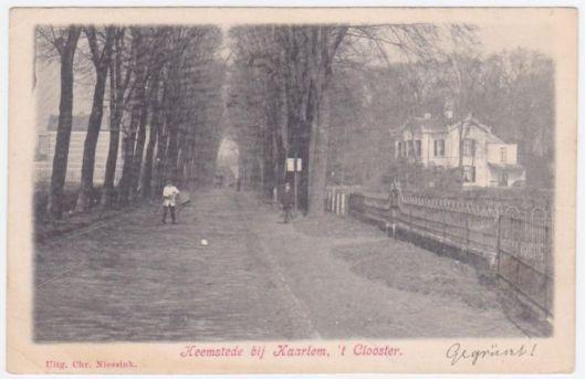 Binnenweg Heemstede met rechts 't (Nieuw) Clooster en links Bloemoord. Prentbriefkaart uit 1905
