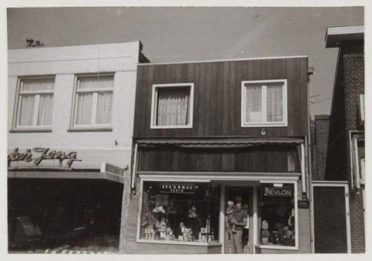 Parfumerie Brand, Binnenweg 183, 1971 (NHA)