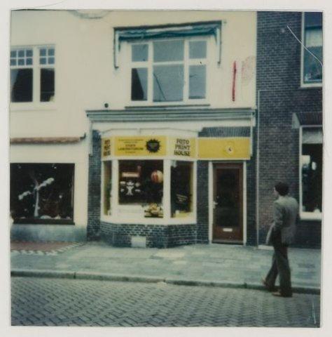 Fotozaak, Binnenweg 58, 1981 (NHA)