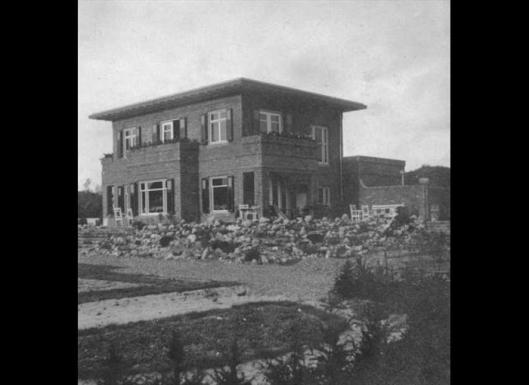 De villa Bloemenoord op een foto uit 1920 (Bonas/NAi)