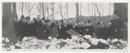 Begrafenis van de natuurkundige professor dr.J.Bosscha jr., geboren in 1891 en begraven op 15 april 1911 in Heemstede.