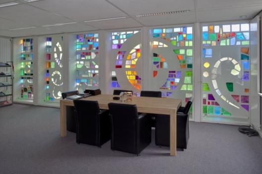 Glas-in-betin in voormalig Bovema-kantoor Heemstede (foto G.C.Booms)