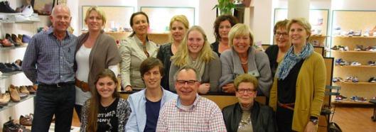 Het enthousiaste team van Brababts Schoenenhuis, in 1930 opgericht door de familie Driessen en sinds 1937 gevestigd op het adres Binnenweg 122 Heemstede