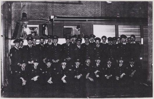 Brandweerkorps gemeente Heemstede in 1986. Staand van links naar Rechts: L.Sweekhorst, P.van Eijk, W.Funke, F.de Jong, W.Kwint, F.Hoogestein, J.Tijmes (commandant), K.Kuiper, F.de Groot, J.Weijers, Arie Stolk, T.Meinster, John Fidom, R.Deelissen, J.Willemse, J.Funke, J.Balk, S.Balk, J.van Haasteren, F.van den Berg. Gehurkt v.l.n.r.: J.v.d.Brink, Paul Jansen, H.Muller, A.van Roon, H.Essenberg, J.Heeremans, Cor van Gasteren, P.Keijser, J.Pakkers, M.Slegtenhorst.