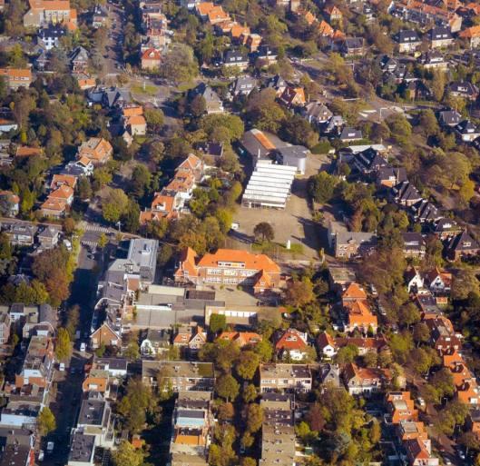 Luchtfoto van het gedied tussen (links) Binnenweg/Bronsteeweg en (rechts) de Heemsteedse Dreef. Met de Jacobaschool aan de Lanckhorstlaan en meer naar boven het vroegere autobedrijf van Van Lent/Motorhuis