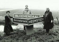Drie burgemeesters in een periode van het voornemen te komen tot één gemeente: Bloemenstede(broek). V.l.n.r.mw.L.Dalhuizen-Polano (Bennebroek), mr.M.K.Kamphuis (Bloemendaal) en mw. N.H.van den Broek-Laman Trip (Heemstede)