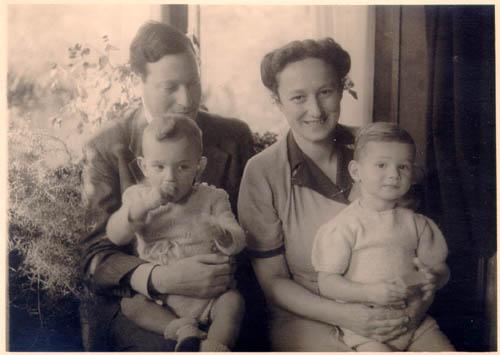Vader en moeder Cohen met hun zonen Floris en Job