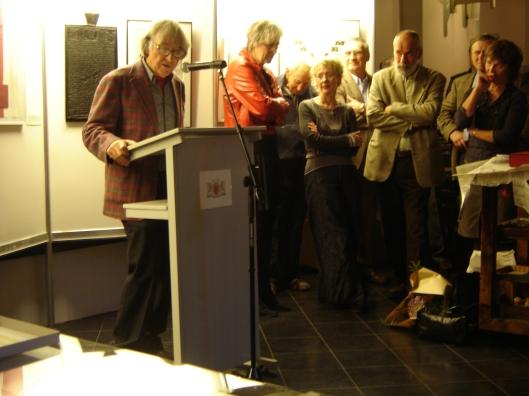 Hans Romboutsalsspreker bij de opening van een tentoonstelling gewijd aan de Augustijn Pers in stadhuis Haarlem (2006)