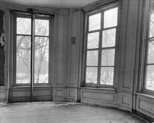 Nog een foto door G.J.Dukker uit 1969 van het verwaarloosde interieur van de Groenendaal-koepel