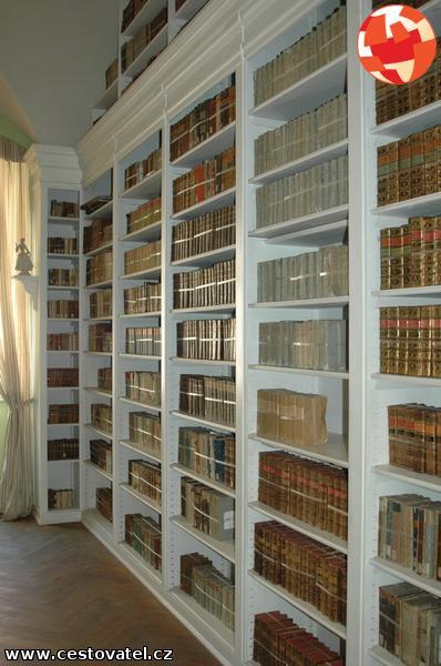 Boekenkasten in bibliotheek van kasteel Dux, Duchcov.