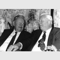 E.H.van Eeghen op Berkenrode in overleg met de Russiche diplomaar Zagladin, 12-2-1990, over voedsel-leveranties aan de Russen