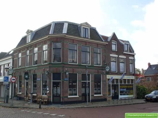 Tapperij de Eerste Aanleg op de hoek van de Raadhuisstraat en Kerklaan (foto Marcel Mulder)