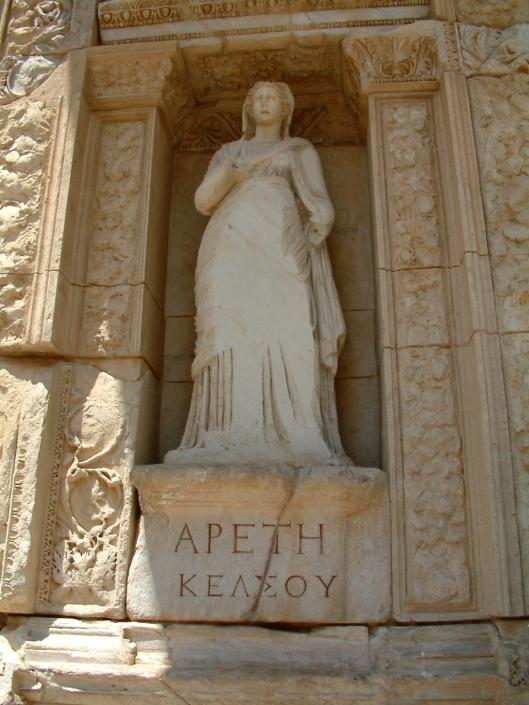 Beeldhouwwerk in de Celsus bibliotheek