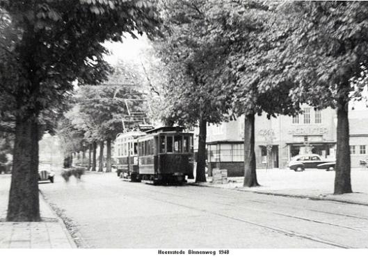 Elektrischr tram van Haarlem naar Leiden v.v. op de Binnenweg in 1948. Vanaf 2 januari 1949 maakte de autobus de plaats in van de tram